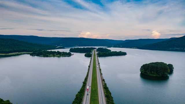 山林湖泊美景图片