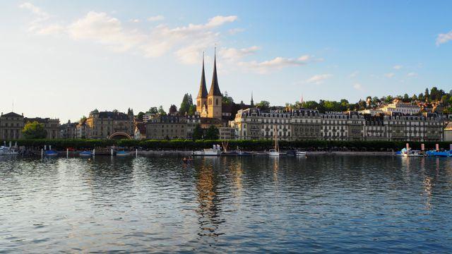瑞士卢塞恩海岸景色图片