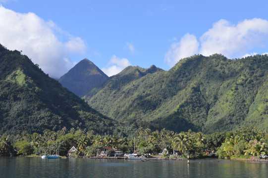 壮丽的山峰湖泊