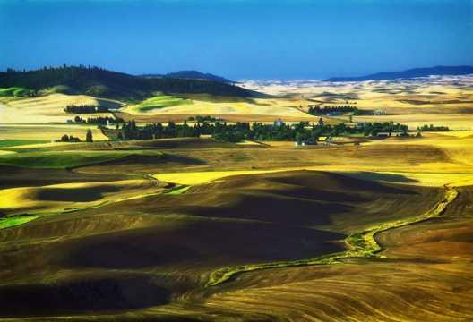 美国丘陵自然风光