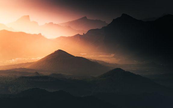 夕照暮色山岭图片