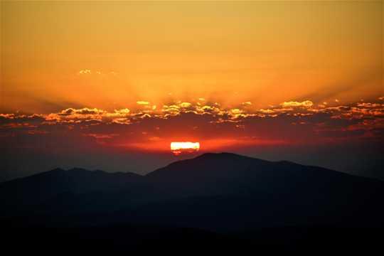 清晨的天空图片