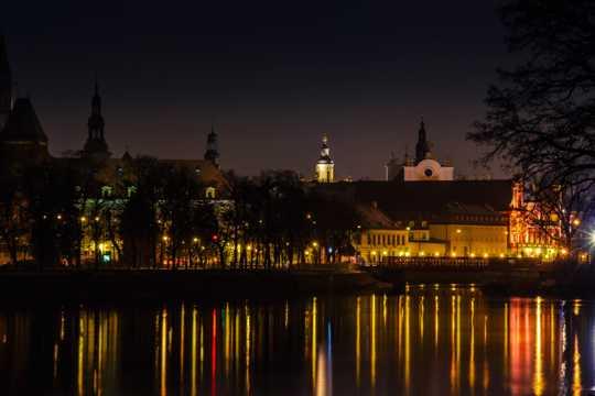 波兰弗罗茨瓦夫湖岸建筑景观