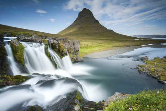 秀丽的山水瀑布景观图片
