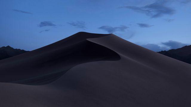 夜幕下迷人的沙丘