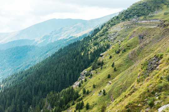 壮丽的山峰景观