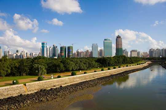 海南都市河岸风景图片