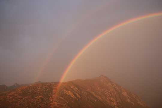 唯美梦幻的彩虹光景