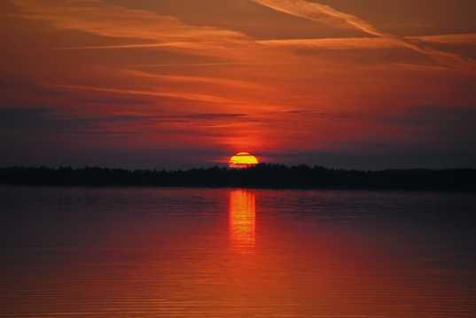 湖面朝阳景观图片