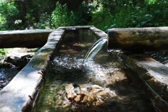 清凉的山泉水