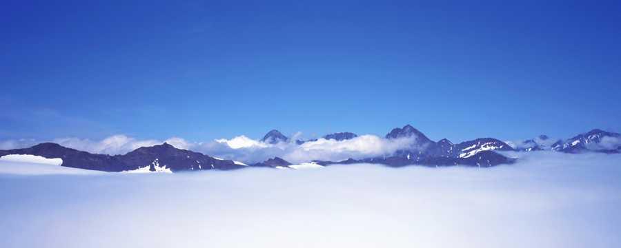 美丽的山岭云朵图片