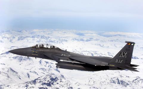 F 15E Strike Eagle飞越冰川田野