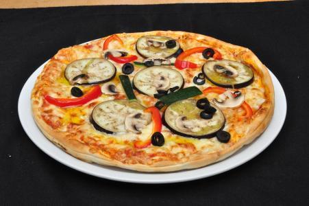 可口诱人的披萨