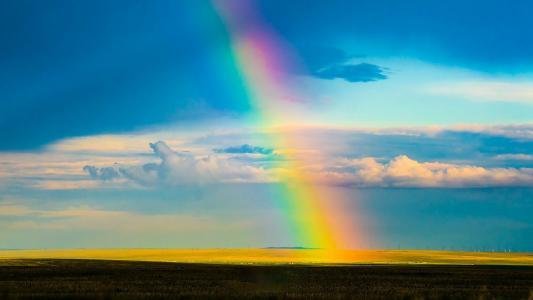 草原上的梦幻彩虹