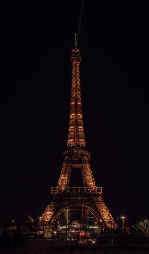 夜幕下的埃菲尔铁塔