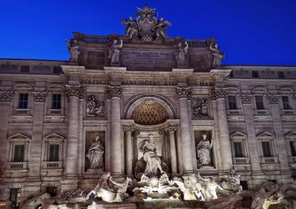 夜晚下的罗马许愿池