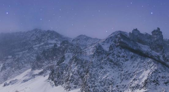 雪山壮观优美景色