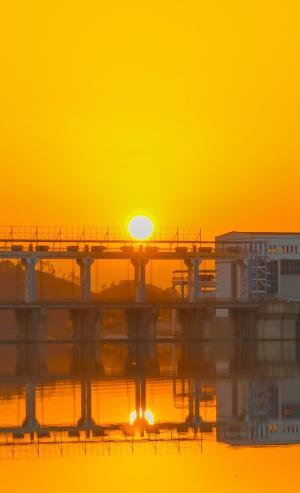 黄昏下夕阳唯美迷人风光