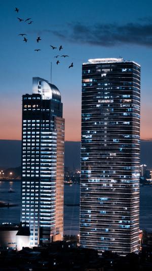 傍晚下的高楼大厦