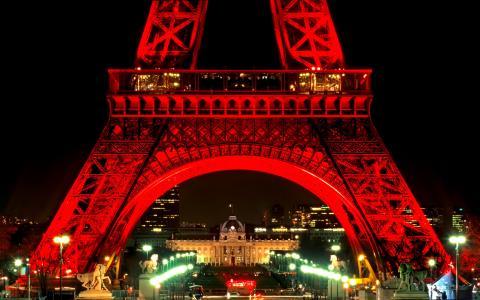 艾菲尔铁塔在晚上