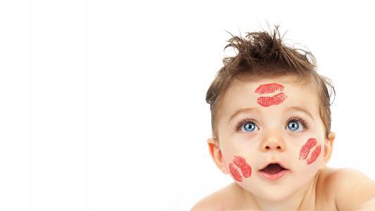 可爱的孩子,亲吻,脸颊,白色背景,4K,8K