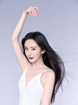 杨幂白裙红唇魅力气质写真
