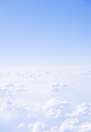 蔚蓝明亮的天空