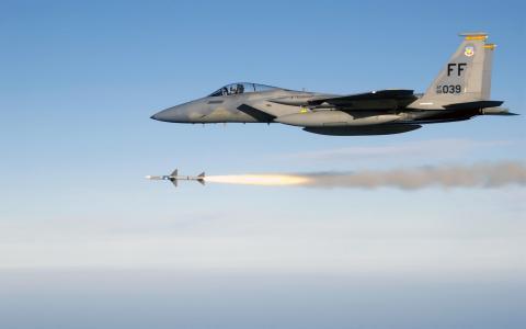 F 15鹰发射AIM 7麻雀中程空空导弹
