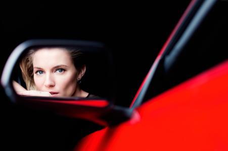 西耶娜·米勒,女演员,红色,车,反射,镜像(水平)