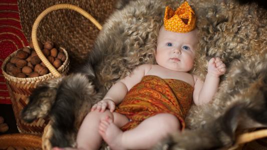 可爱的男婴,毛皮篮,皇冠,4 k