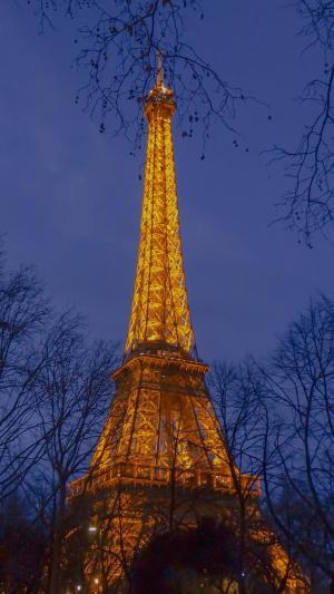夜晚里的埃菲尔铁塔