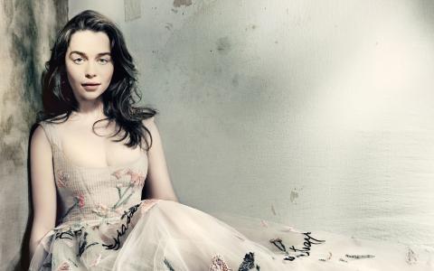艾米莉亚·克拉克英国时尚