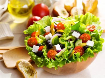 希腊沙拉,番茄,橄榄,辣椒,洋葱,奶酪,胎儿(水平)