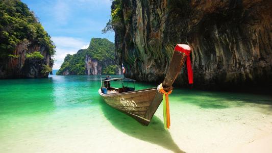 泰国湖上小船优美风光写真