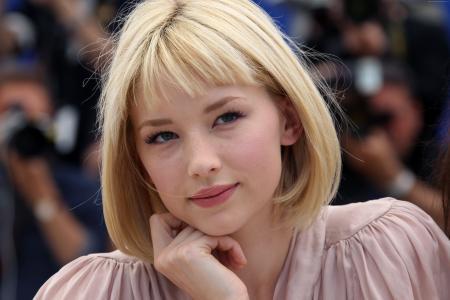 海莉·贝内特,女演员,金发(水平)