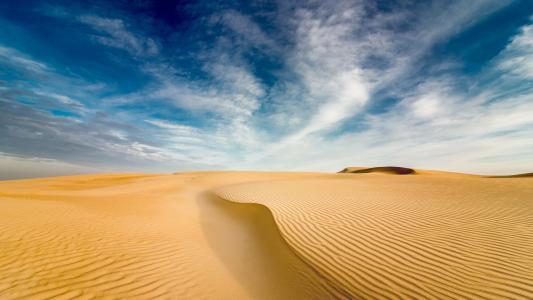一望无际的沙漠风光