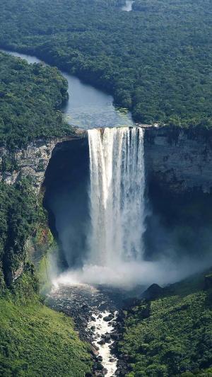 壮观美丽的瀑布景观