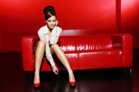 蕾哈娜,艺术家,音乐,红色,房间,沙发,头发,黑发(水平)